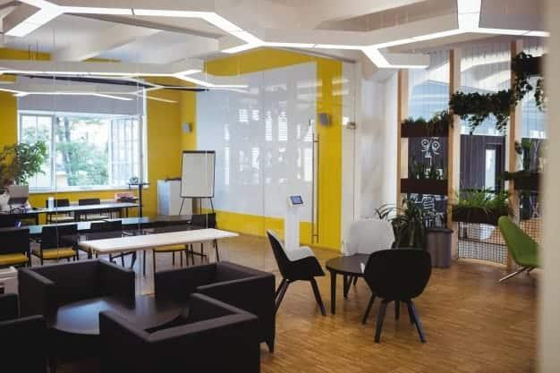 מה פרקטי יותר במשרד שטיחים או פרקטים